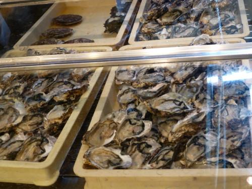Étalage d'huîtres sur un marché